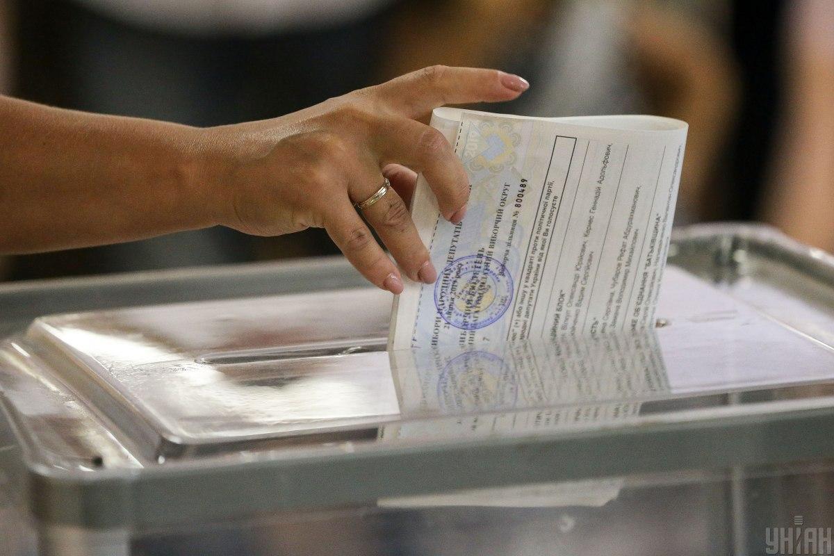 """На закордонних округах """"Європейська солідарність"""" на 1% відстає від """"Слуги народу"""" / фото УНІАН"""