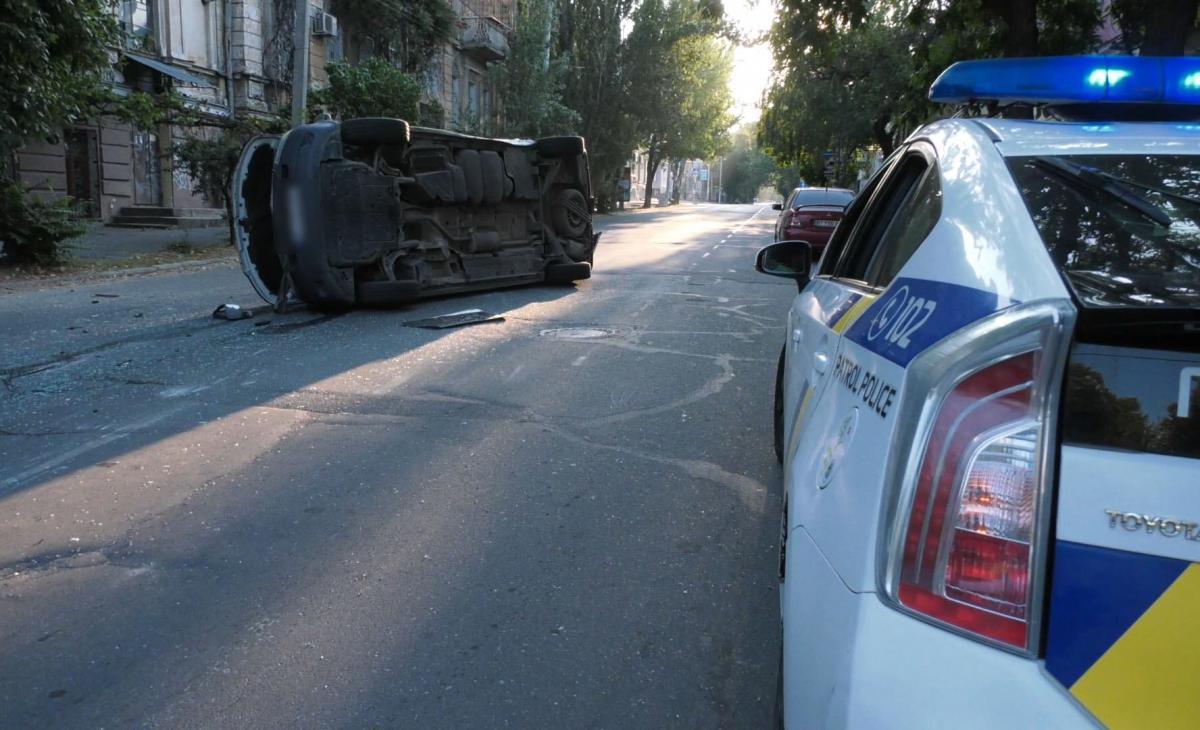 В Херсоне члены УИК попали в ДТП, когда везли бюллетени / Facebook, Полиция Херсонской области