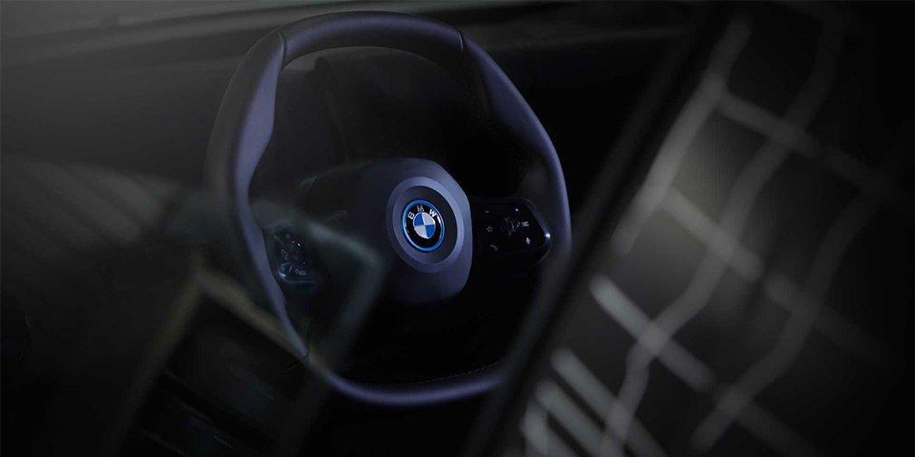 Автомобиль оснастят необычным рулевым колесом сложной формы / фото BMW