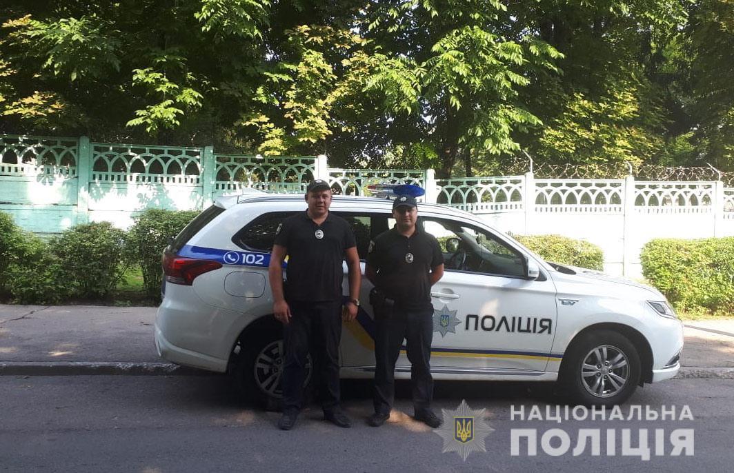 Полицейские вовремя разыскали и спасли жизнь пропавшей девочке / фото ГУ НП в Днепропетровской области