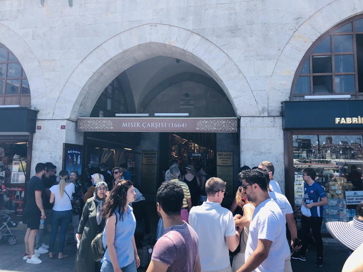 На рынках в Стамбуле много торговцев-аферистов / Фото Вероника Кордон