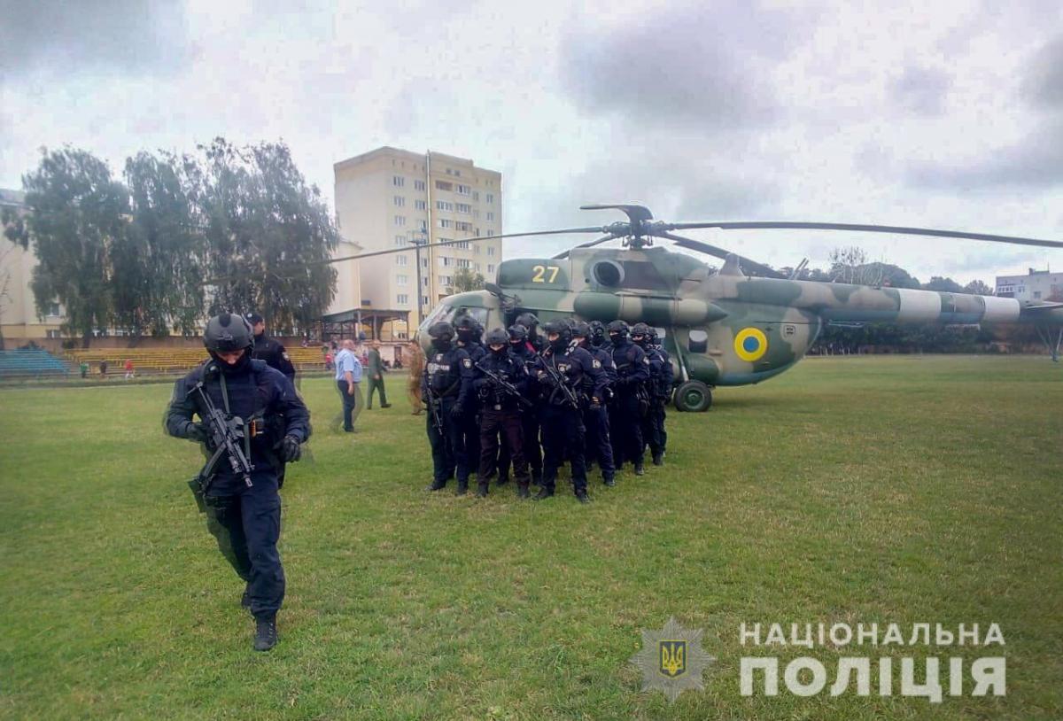 У Житомирську область прибув спецзагін поліцейських тактико-оперативного реагування / фото npu.gov.ua