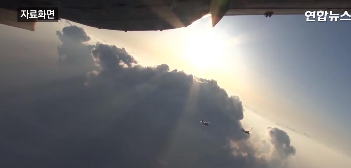 По тривозі в терміновому порядку піднімались винищувачі F-15K таF-16 / скріншот