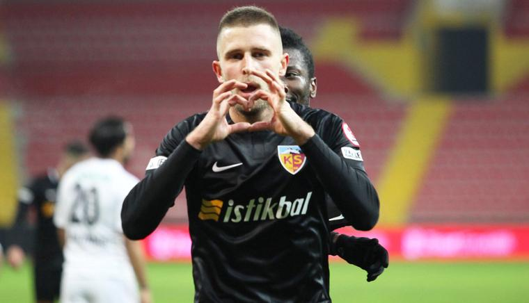 Кравец играет в чемпионате Турции / фото: twitter.com/kayserisporfk