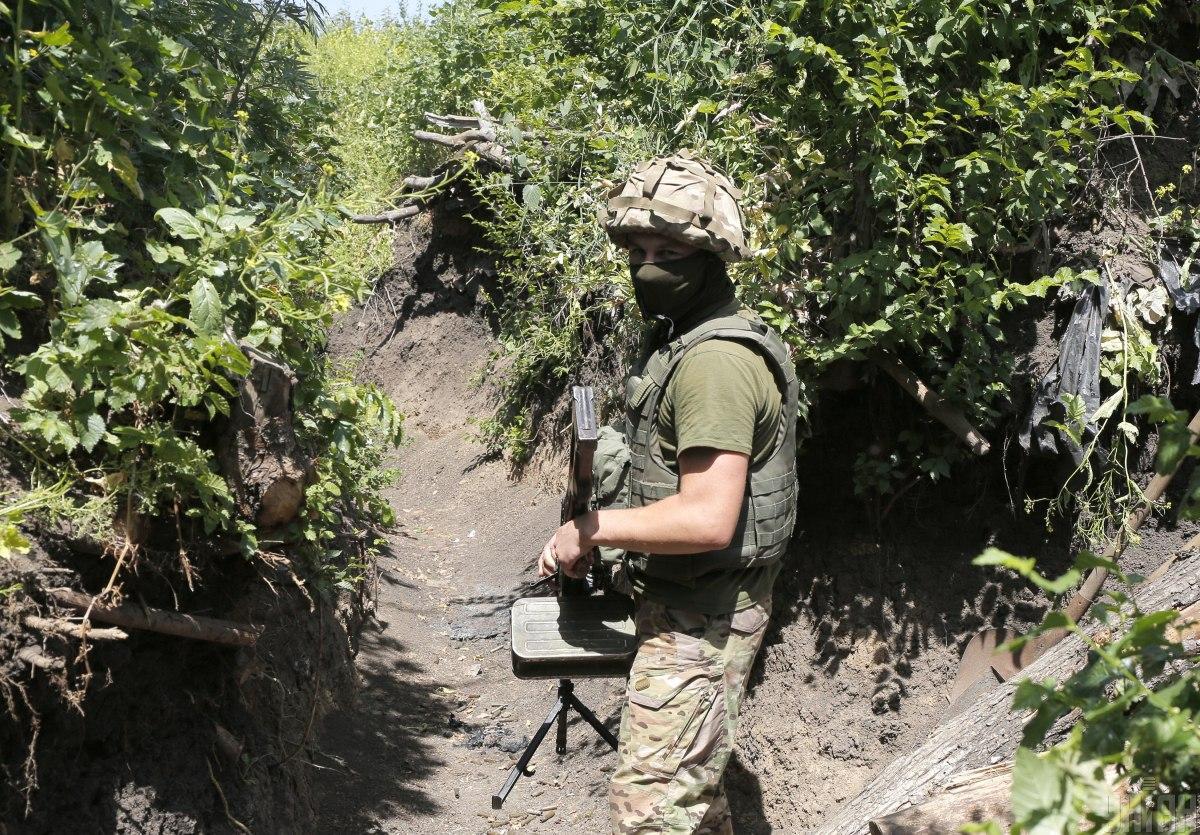 Позиции украинских военных снова обстреливают / фото УНИАН