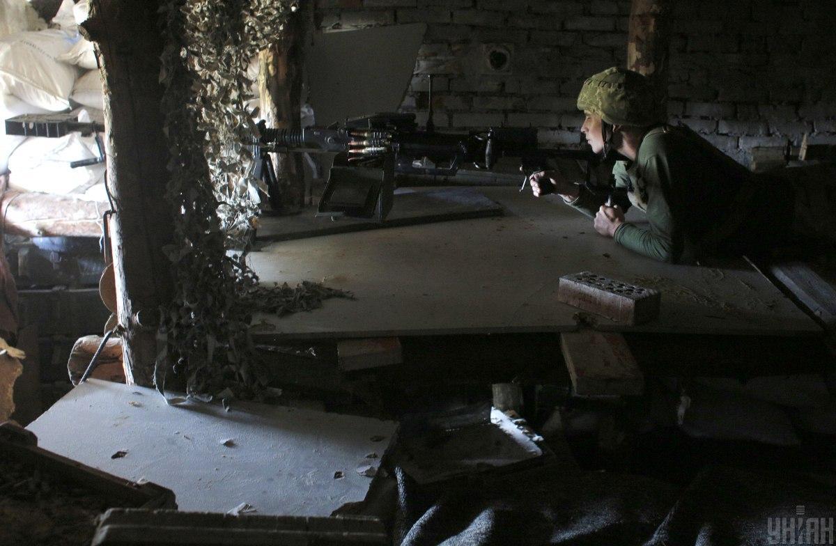 Противник обстреливал позиции наших военных из гранатометов и стрелкового оружия / фото УНИАН