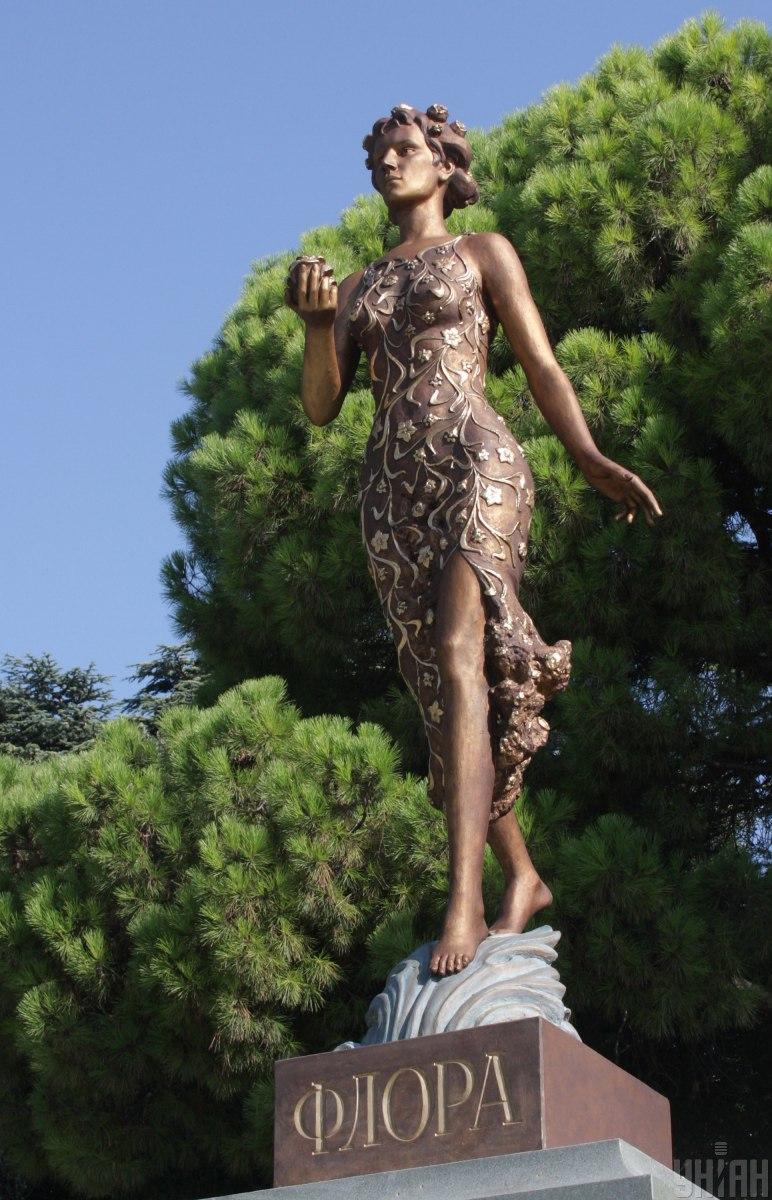 Скульптуру Флоры подарили на 200-летний юбилей Никитского ботанического сада в 2012 году / фото УНИАН