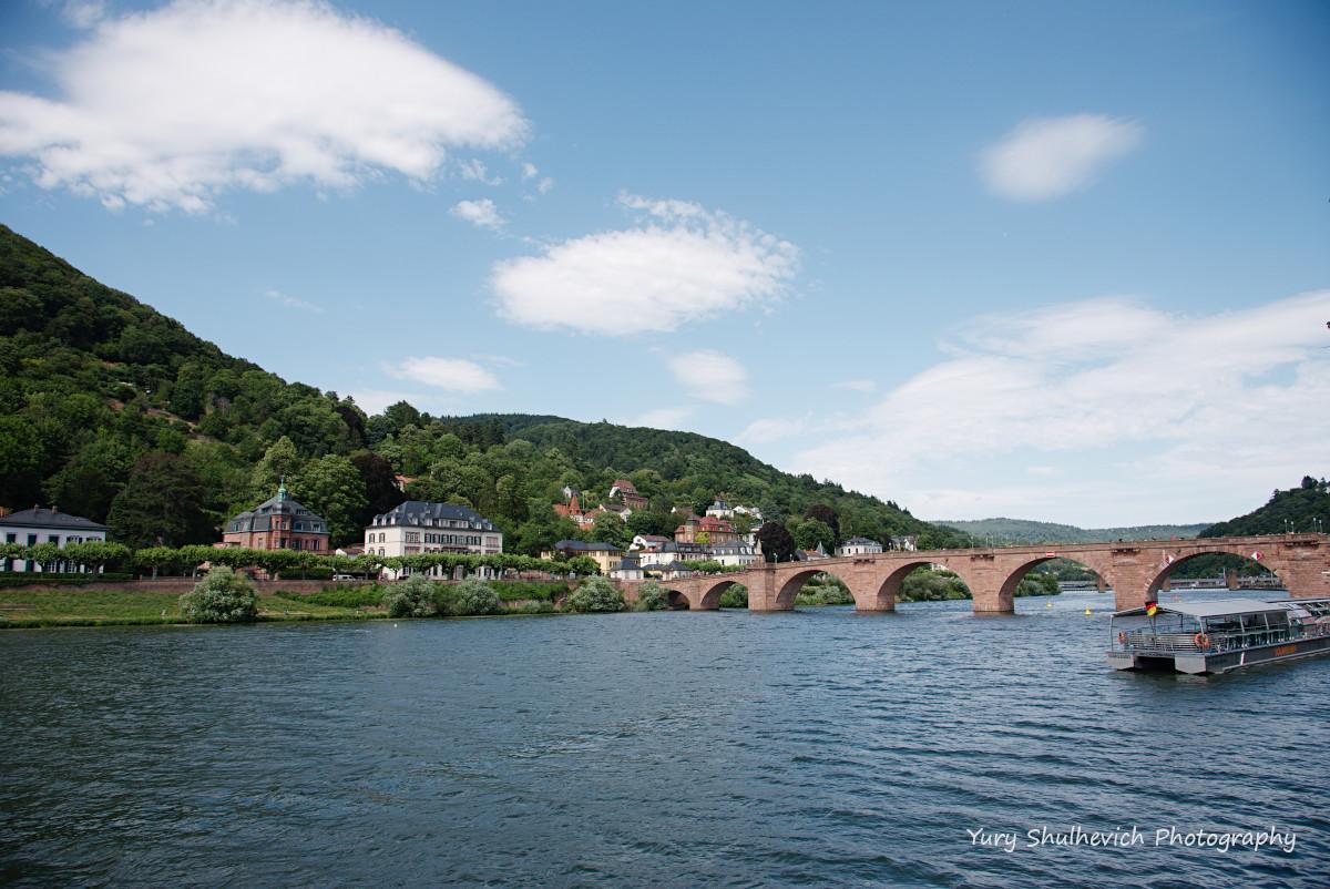 З мосту і вздовж річки відкриваються неймовірні краєвиди / фото Yury Shulhevich