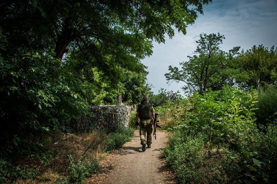 Оккупанты обстреливают позиции украинских бойцов / фото facebook.com/pressjfo.news