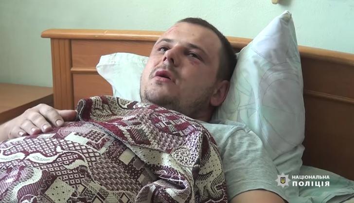Ночью на Оболони в Киеве избили полицейского / скриншот