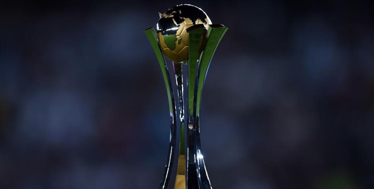 Трофей Клубного ЧС / фото fifa.com
