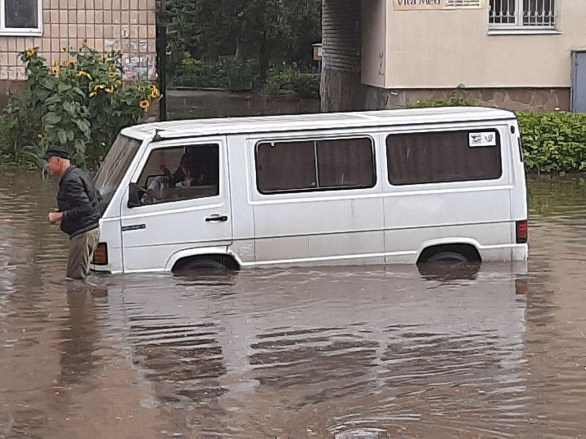 У Рівному пройшла сильна злива / фото прес-служба ДСНС