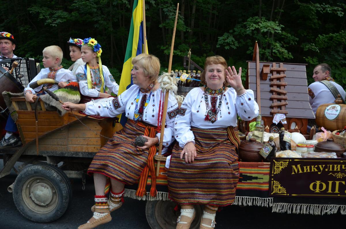Яремчанці продемонстрировали традиционный гуцульский одежда / фото: пресс-служба