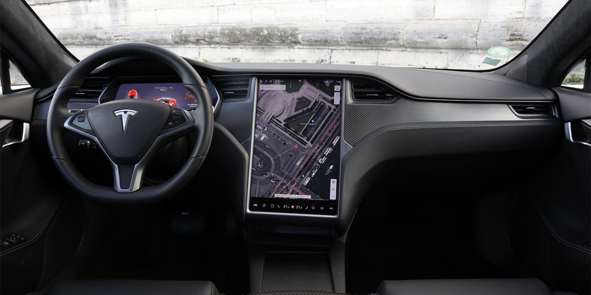 Українці випробували автопілот Tesla в Києві / фото Tesla Motors