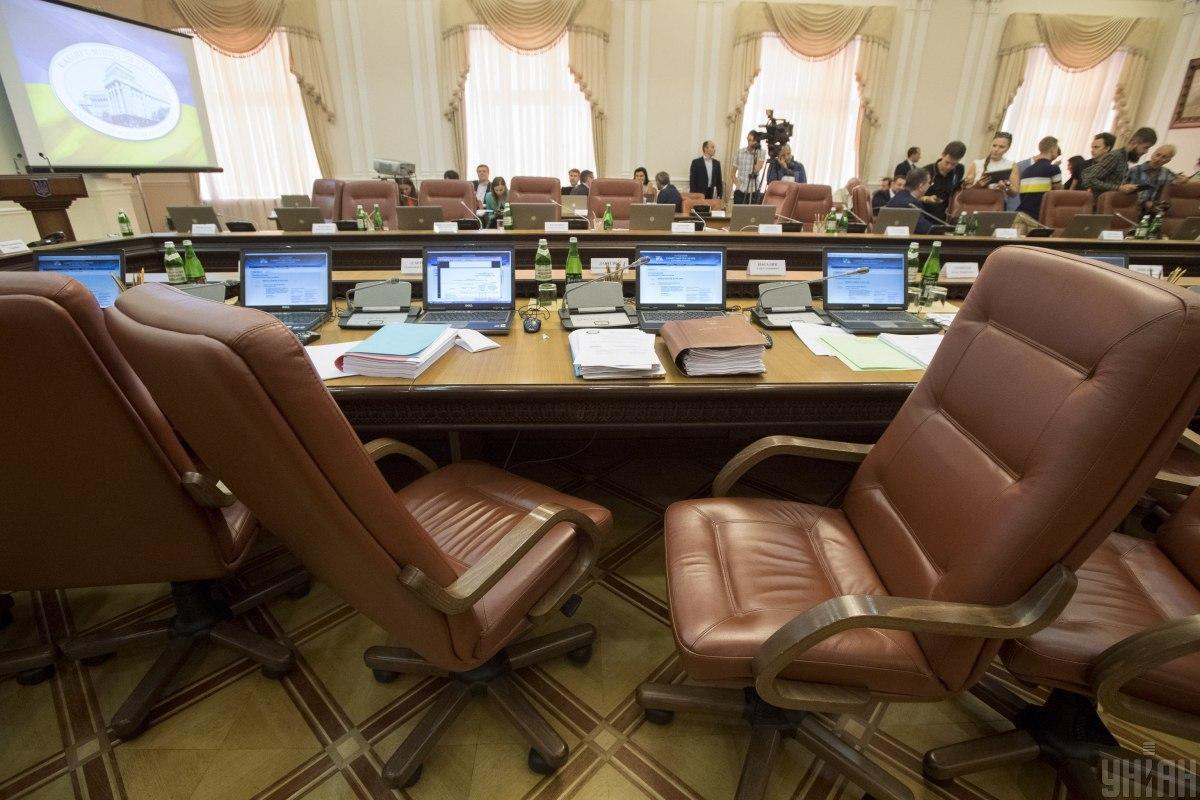 Отставку правительства и назначение нового Кабмина поддерживают 62% опрошенных / фото УНИАН