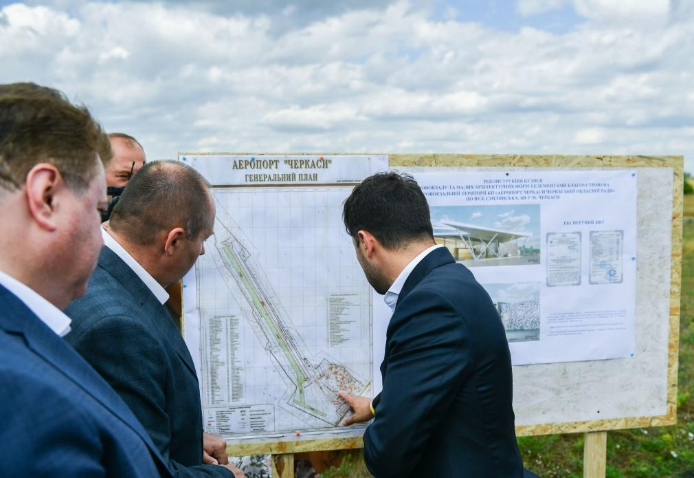 Зеленский поинтересовался, когда достроят аэропорт в Черкассах / фото president.gov.ua