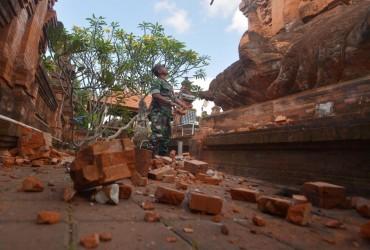 Два человека погибли в результате землетрясения в Индонезии