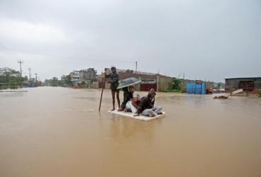 У Південній Азії більше 100 людей стали жертвами повеней і зсувів