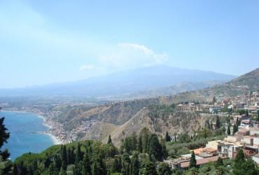 На Сицилії прокинувся вулкан Етна і заблокував роботу двох аеропортів (відео)
