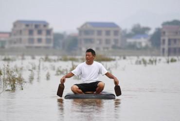 Троє туристів загинули в результаті повені в Китаї