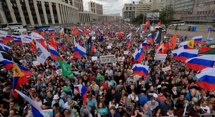 RFE/RL: Thousands rally in Moscow for barred opposition city-council candidates