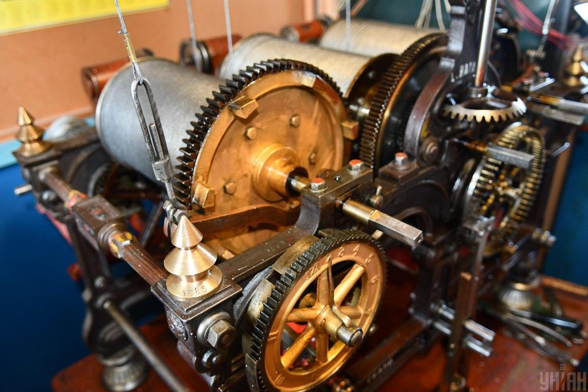 Часовой механизм на башне Самборской ратуши / Фото УНИАН