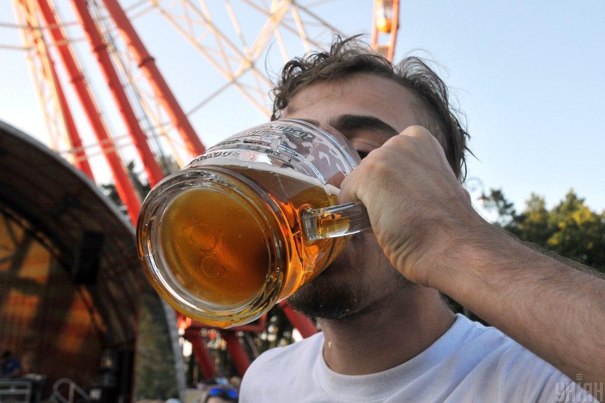 Цена за литровую кружку пива на фестивале составляет от 10,80 до 11,80 евро/ фото УНИАН