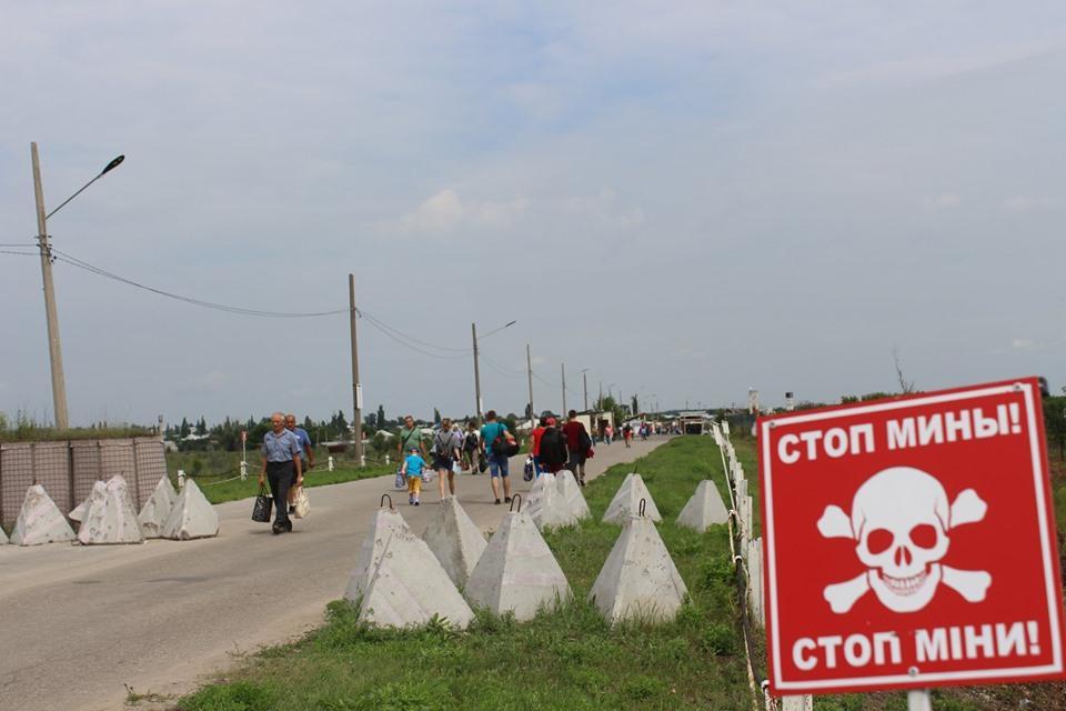 Из-за отсутствия гарантий безопасности со стороны НВФ невозможно начать разминирование моста в районе Станицы Луганской / фото facebook.com/pressjfo.news