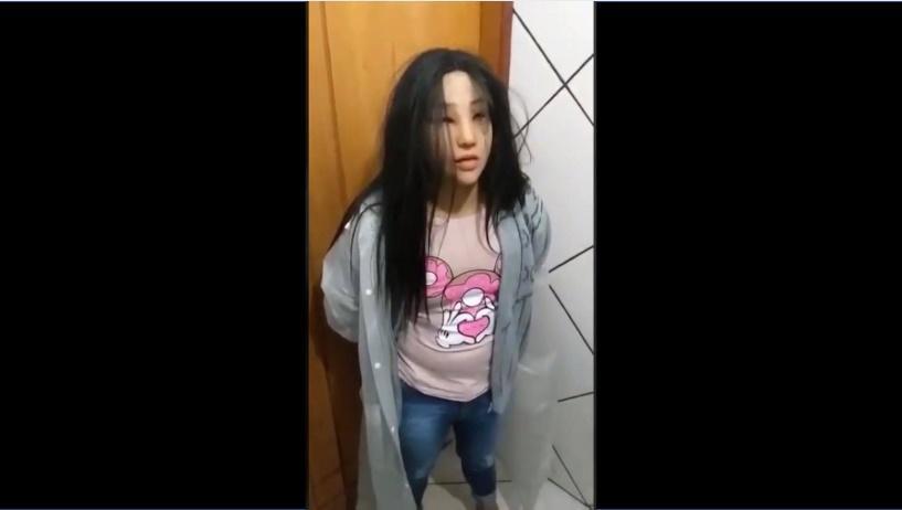 Полиция поймала преступника, который пытался сбежать из тюрьмы, замаскировавшись под женщину / скрин видео