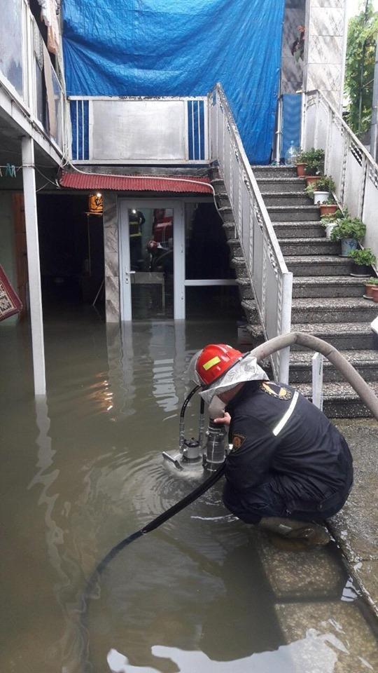 На кількох вулицях Батумі відбулося засмічення водостічних труб / фото newsgeorgia.ge