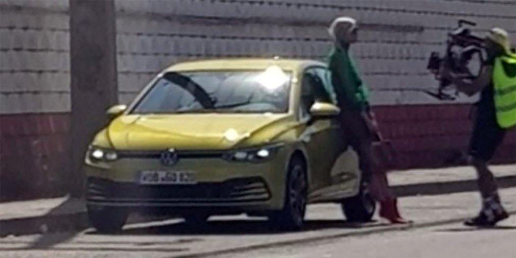 Новый VW Golf попался вовремя рекламных съемок