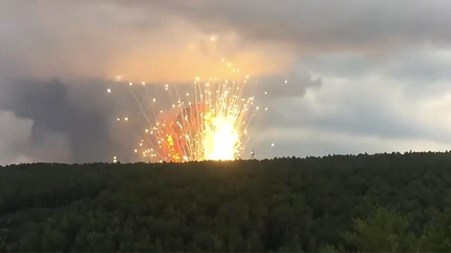 Взрывы на складах начались на прошлой неделе / vk.com/Коммунальный Мост