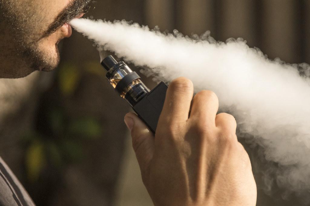 В США из-за курения вейпа госпитализировали 14 подростков / фото flickr.com/157551927@N08