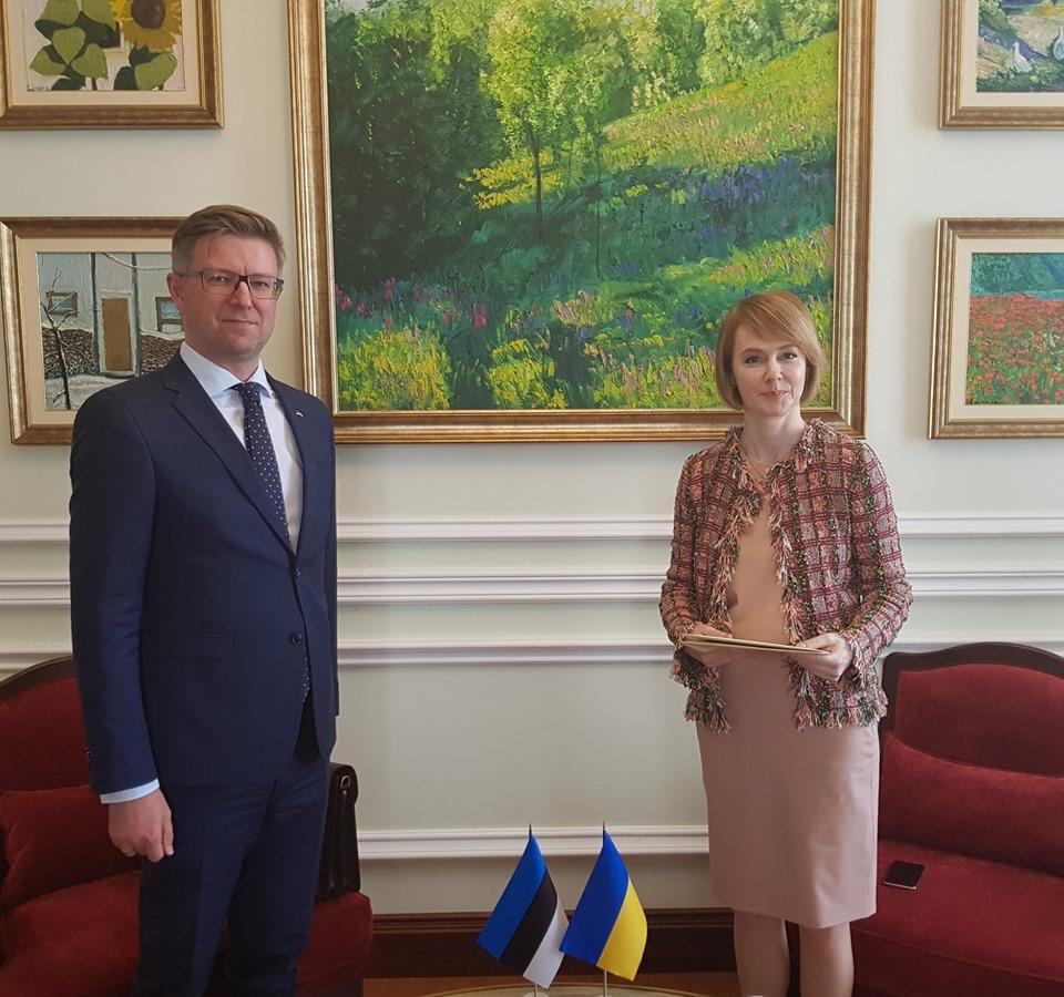 Посол Эстонской Республики Каимо Кууск вручил копии верительных грамот Елене Зеркаль / фото пресс-служба МИД