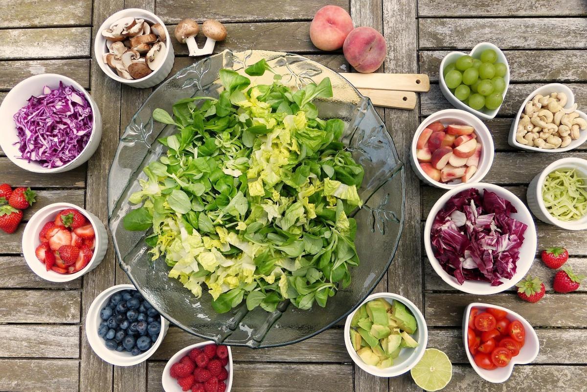 Основу постного стола составляют блюда из грибов, овощей, фруктов, ягод и орехов / фото: Pixabay