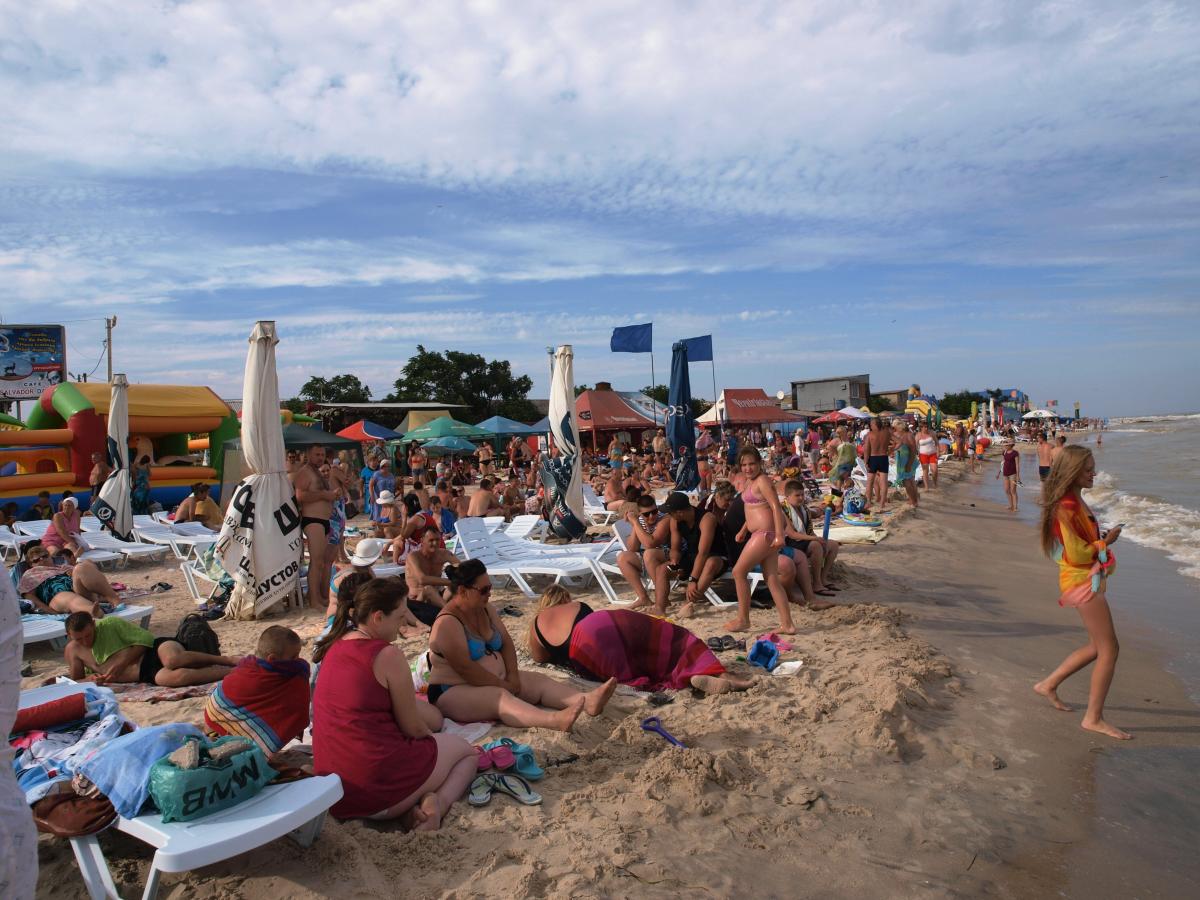 Этим летом на пляжах Кирилловки много отдыхающих / фото kirillovka.ks.ua