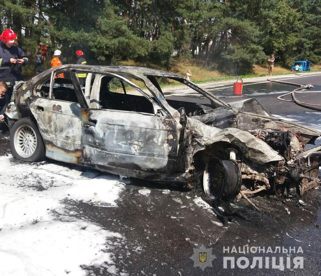 Авто полностью уничтожено огнем / фото: ГУ Нацполиции Житомирской области