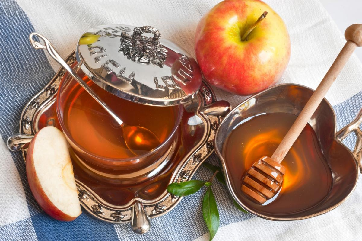 В дни сухояденияможно полакомиться яблоками и медом/ фото: gornovosti.ru