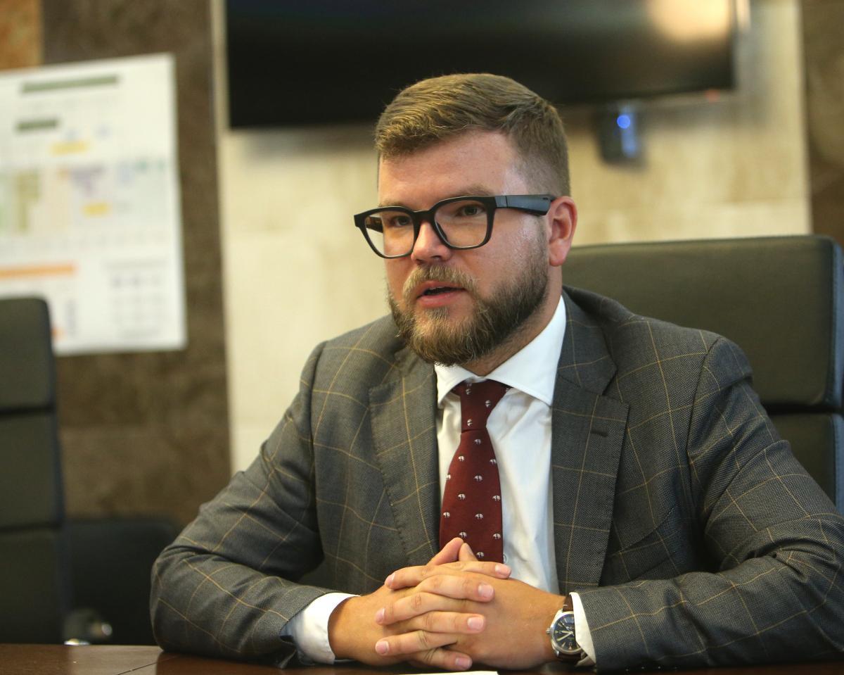 Кравцов зазначив, що зарплати у приватних компаніях на таких постах в рази вищі/ фото УНІАН