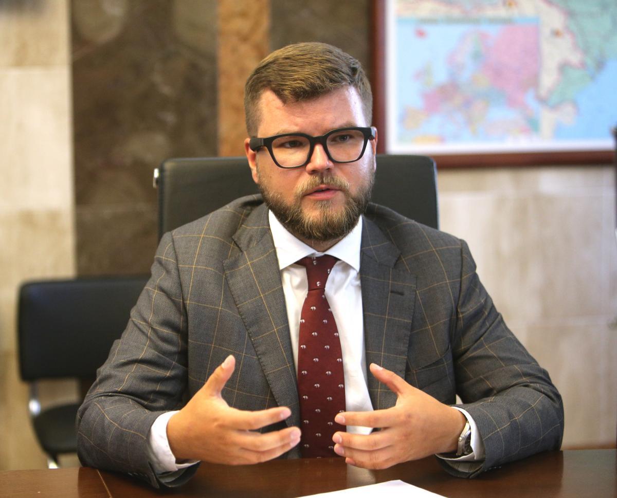 Кравцов зазначив, що ці активи треба продати, агроші направити в основний вид діяльності / УНІАН