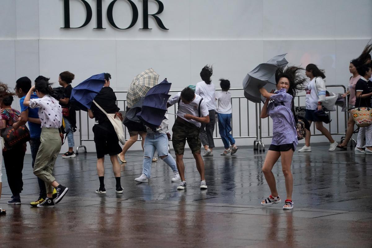 """Тайфун """"Лейкима"""" в Китае / REUTERS"""