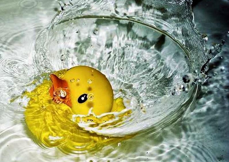 Малыша оставили в ванной без присмотра на несколько минут / фото: smashinghub.com