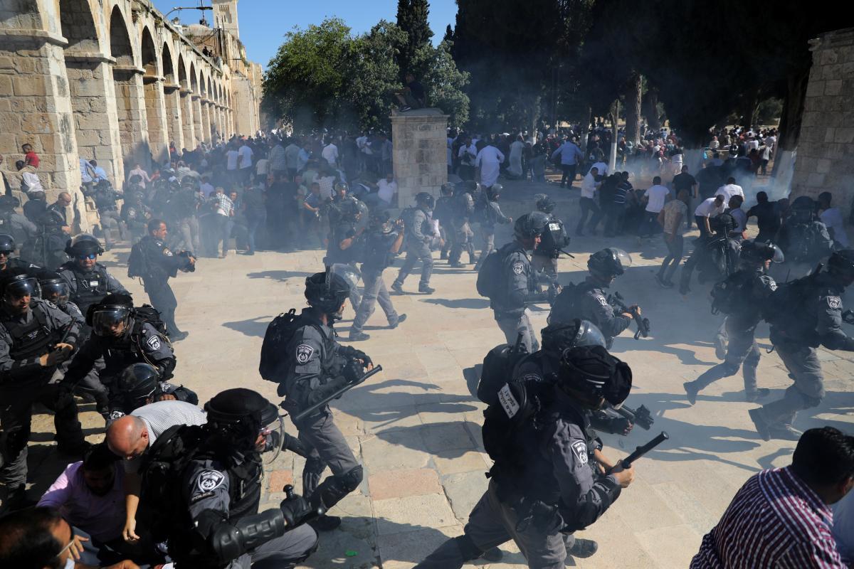 В Иерусалиме из-за беспорядков на Храмовой горе пострадали 65 человек / REUTERS