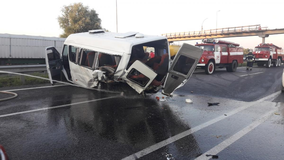 Two people killed, 13 injured in road accident outside Kyiv (Photo