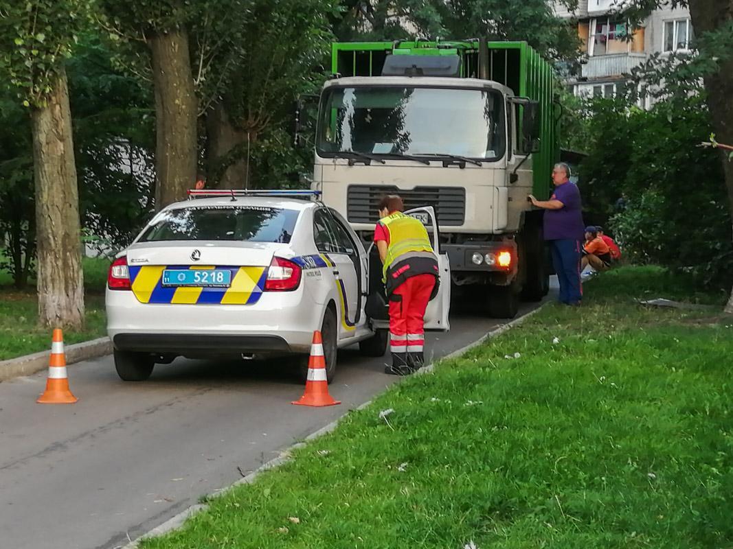 В Киеве на бульваре Верховной Рады мусоровоз раздавил мужчину / фото kiev.informator.ua