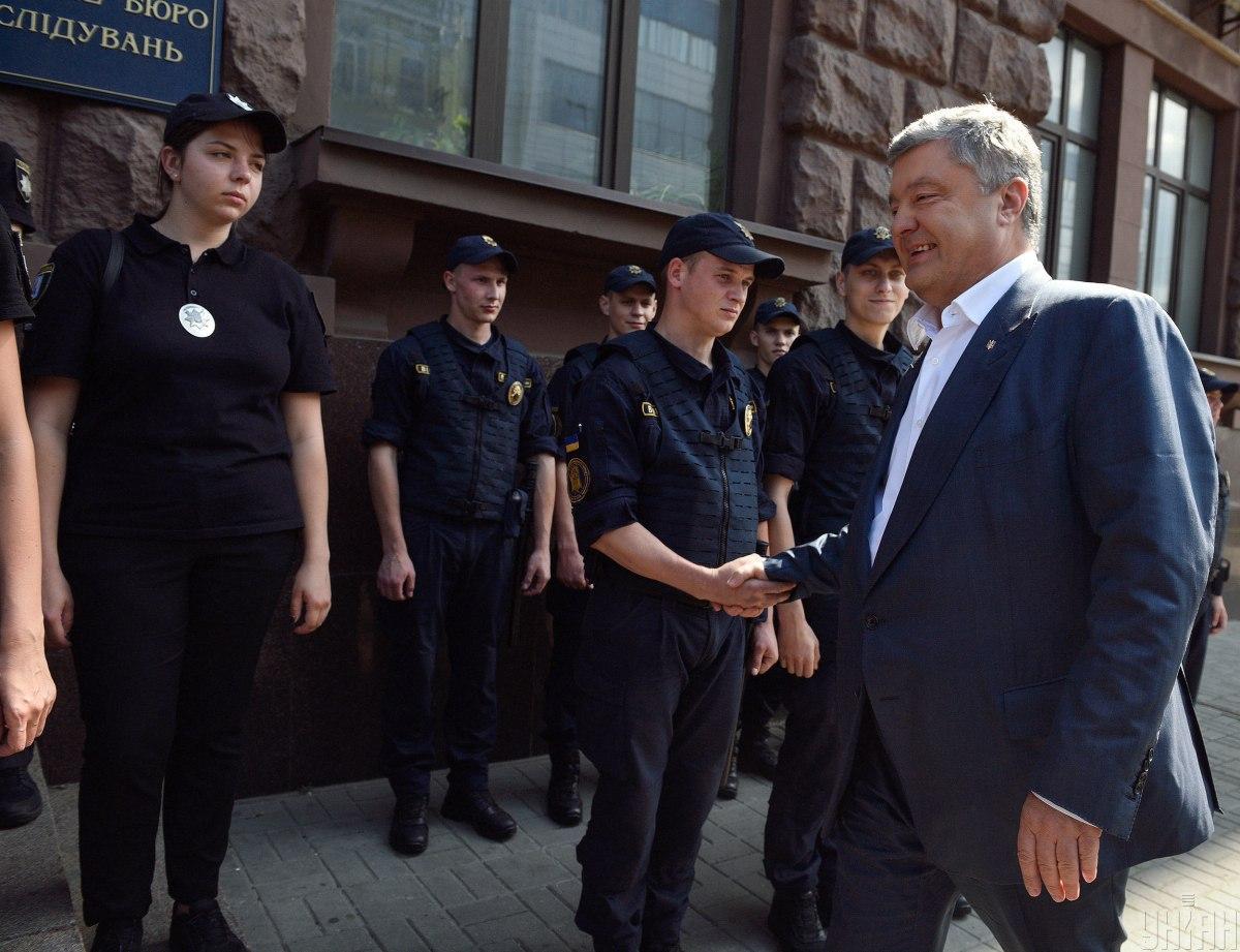 По словам адвоката, цель допроса Порошенко - организация шоу / фото УНИАН