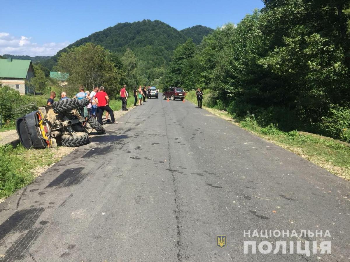 Водій квадроцикла виїхав на зустрічну смугу і зіткнувся зі Skoda Octavia / фото ГУ НП в Закарпатській області