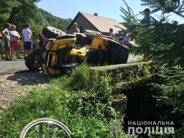 Тілесні ушкодження отримали обидва водії та шестеро пасажирів іномарки / фото ГУ НП в Закарпатській області