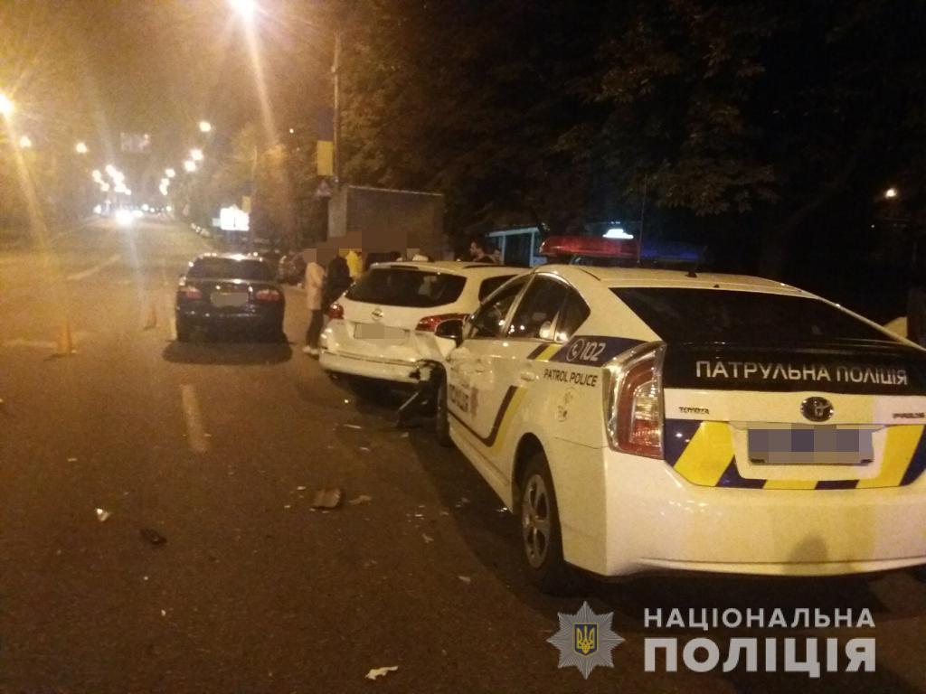 Поліцейські отримали легкі тілесні ушкодження/ фото: прес-служба поліції