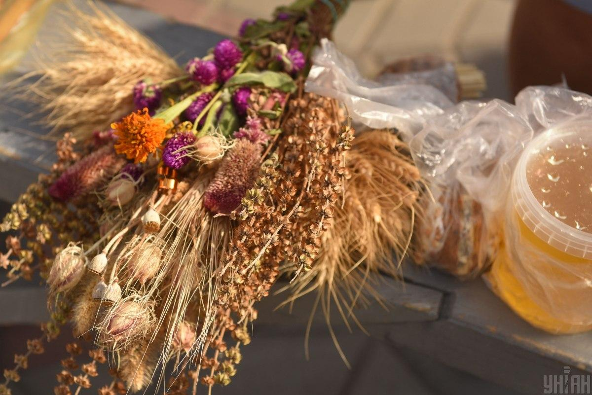 В августе церковь празднует несколько Спасов - Медовый, Яблочный и Ореховый / фото УНИАН